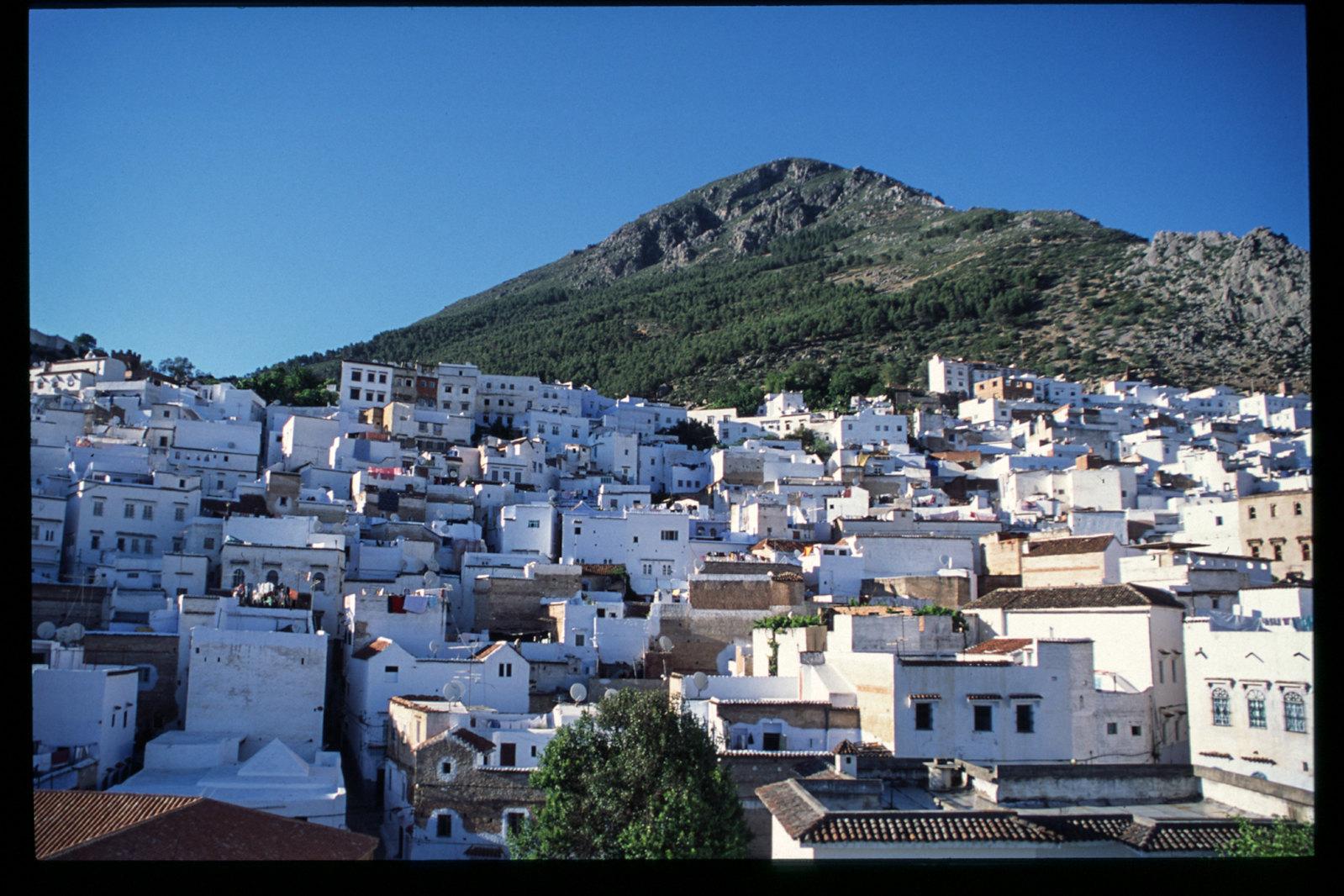 Maroc -Rif - Chefchaouen, au pied de la montagne