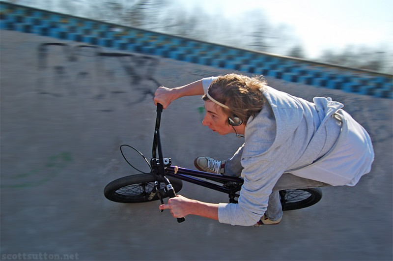 Lewis Rossiter carving the bowl at Newports old skatepark, The edge