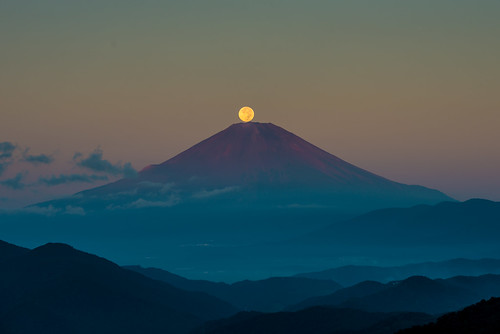 japan night sunrise fuji cloudy fullmoon 日本 nightview harvestmoon crazyshin 神奈川県 中秋の名月 2013 before6 足柄上郡 afsnikkor70200mmf28ged order500 nikond800e pearlfuji harvestmoon2013 20130920d036134 9832373046