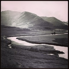 """Glen Affric - The River that runs through """"makes her but it breaks her in 2 parts""""   #scotland #landscape #blackandwhite #mono #mountain #glenaffric #river #water"""