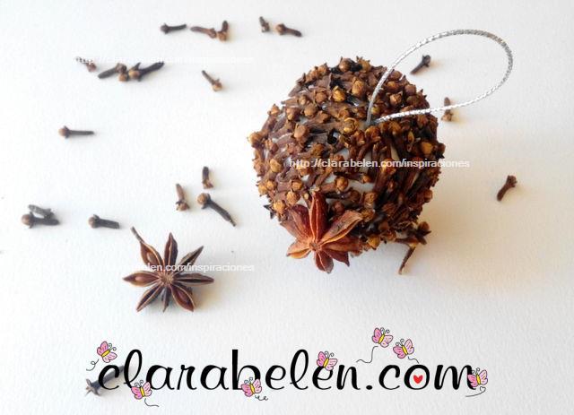 bola de Navidad con especias aromáticas