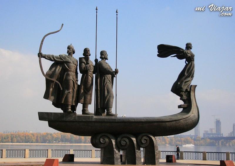 Estatua a los fundadores de Kiev. Leyendas de amor