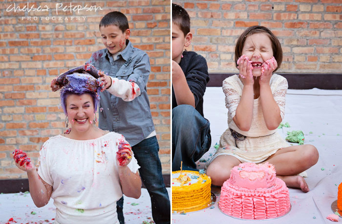family-photography-smash-cake-session-mess