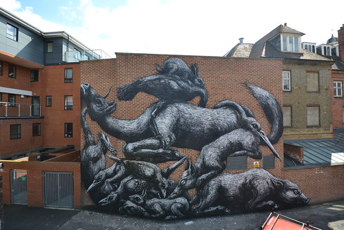 LONDON - BETHENAL GREEN by ROA !