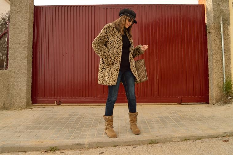 lara-vazquez-madlula-fashion-coat-leopard-coat-brown-black-outfit-studs