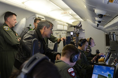 Adm. Harry B. Harris Jr., commander of U.S. Pacific Fleet, center, observes operations aboard a P-8A Poseidon aircraft above the East China Sea, Jan. 24. (U.S. Navy photo)