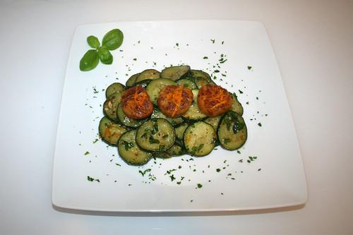 34 - Scallops in zucchini basil vegetables / Jakobsmuscheln auf Zucchini-Basilikumgemüse - Serviert