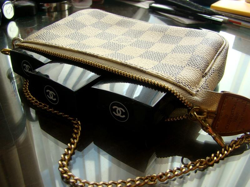 Louis Vuitton Pochette Accessoires Damier Azur
