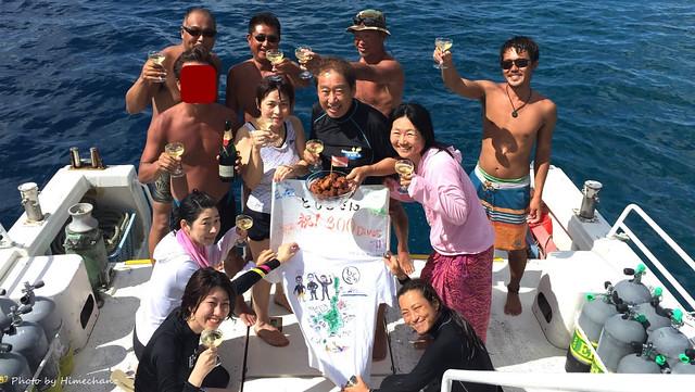 本日の集合写真♪ 2016/06/26 アフターダイブは皆で乾杯♪ もちろんヒメは持ってるだけです!