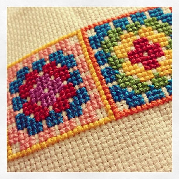 Cross stitch granny squares http://lilleystitches.blogspot.co.uk/2013/05/granny-square-cross-stitch.html