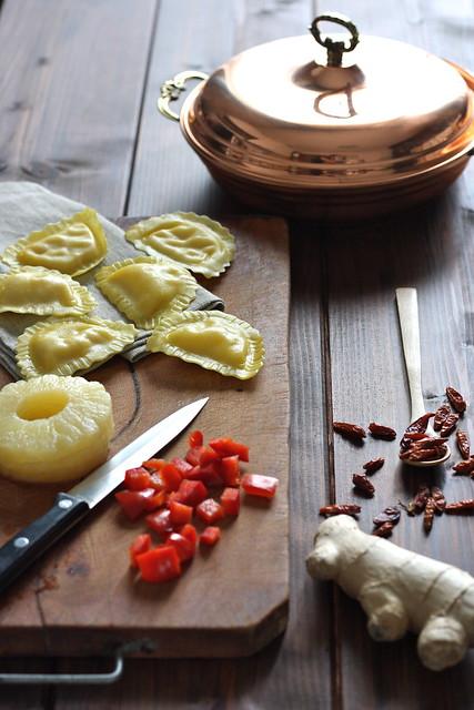 2 GP gamberi e granchio con ananas, zenzero e peperoncino preparazione