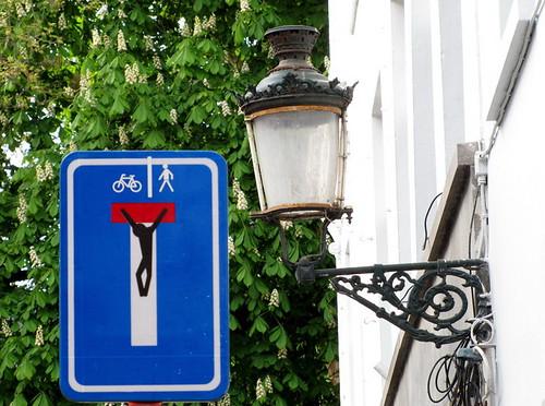 street art Bruges - Clet Abraham by _Kriebel_