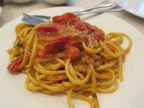 Linguine with the brown meat of spider crabs and tomato
