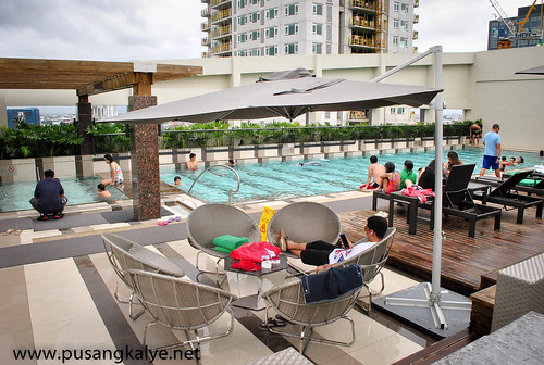 Holiday_Inn& Suites Makati Poolside