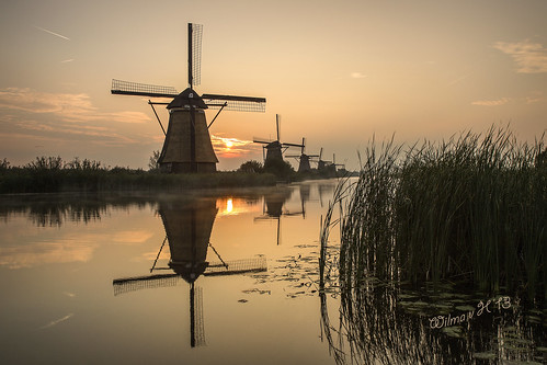 holland sunrise thenetherlands windmills unescoworldheritagesite kinderdijk windmolens greatphotographers albasserwaard albasserdam daarklands bestcapturesaoi coth5 pastfeaturedwinner greaterphotographers greatestphotographers ultimatephotographers