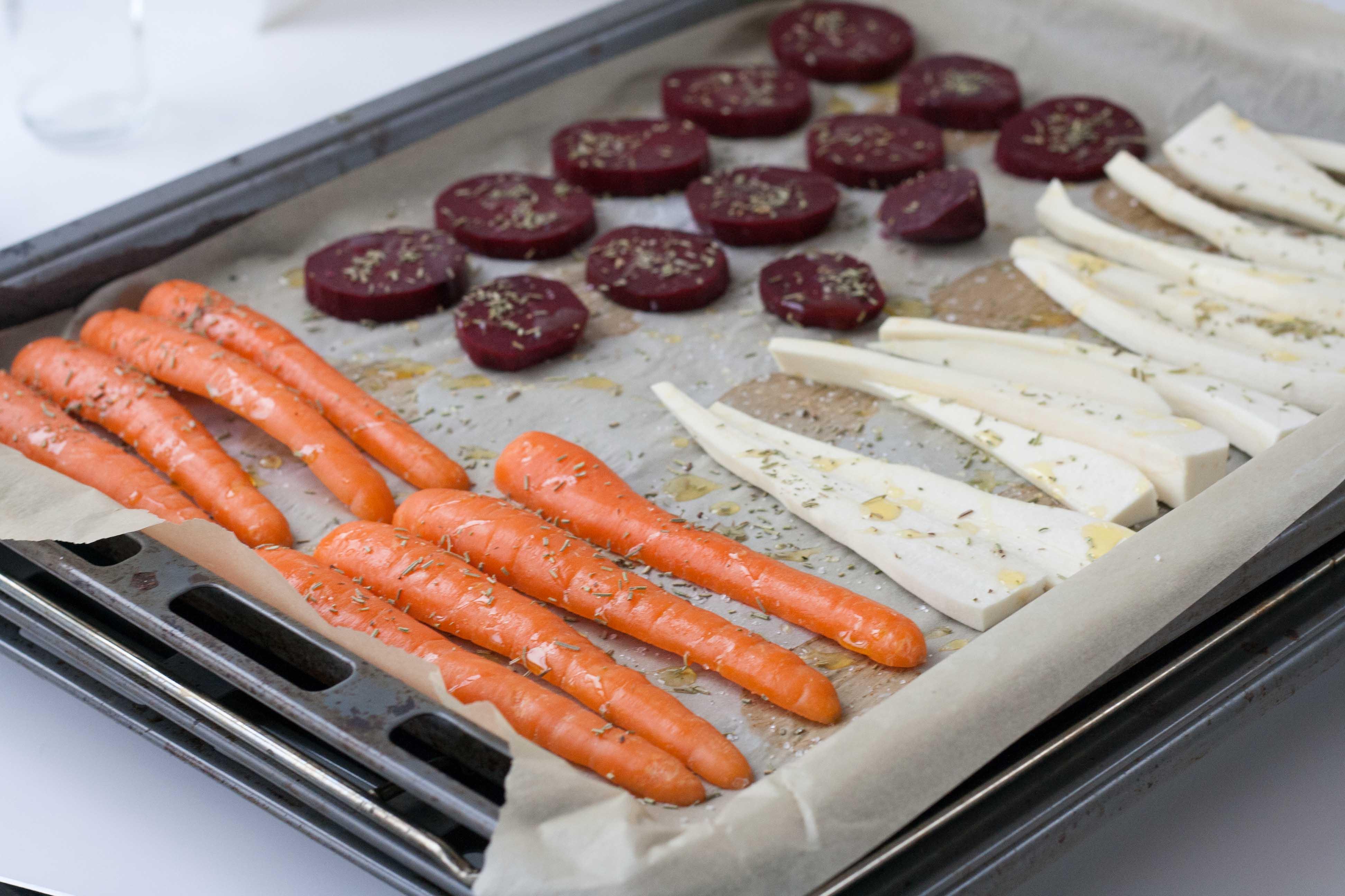 Bagte rødbeder, pastinak og gulerødder