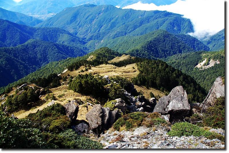 南湖南峰下中央尖溪稜脈