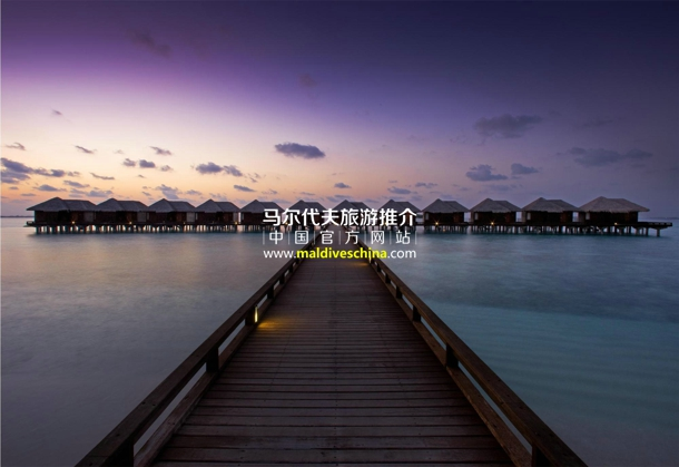 满月岛(Sheraton Maldives Full Moon Resort & Spa)水上别墅栈桥