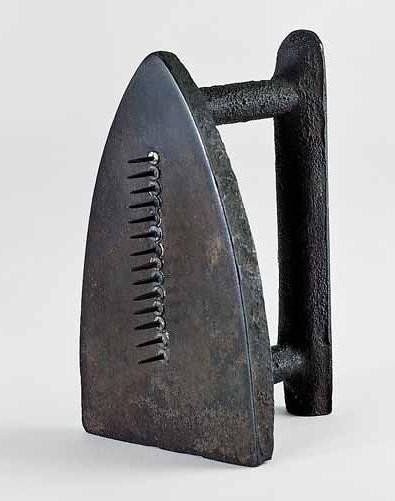 Man Ray 1921 Cadeau