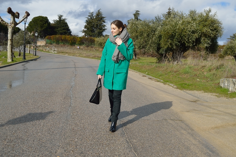lara-vazquez-madlula-blog-green-coat-black-outfit