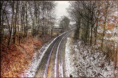 Bahngleise leicht bedeckt mit Schnee - Railroad tracks slightly covered with snow