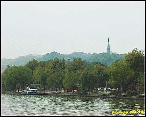 杭州 西湖 (其他景點) - 075 (湖濱路的湖畔看杭州地標 保淑塔)