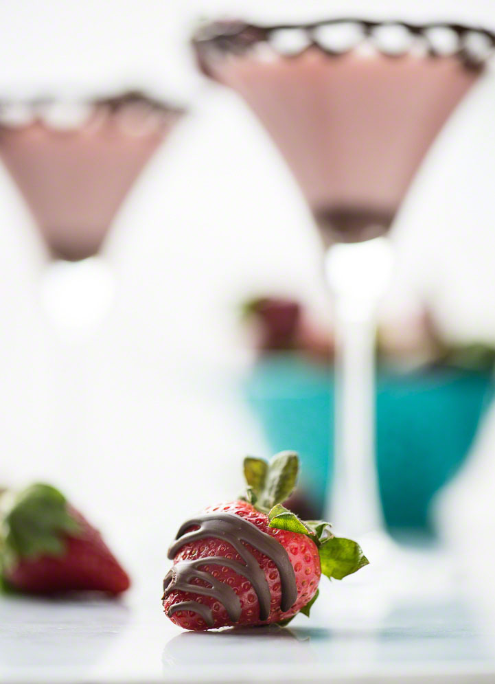 Chocolate Dipped Strawberry Martini www.pineappleandcoconut.com
