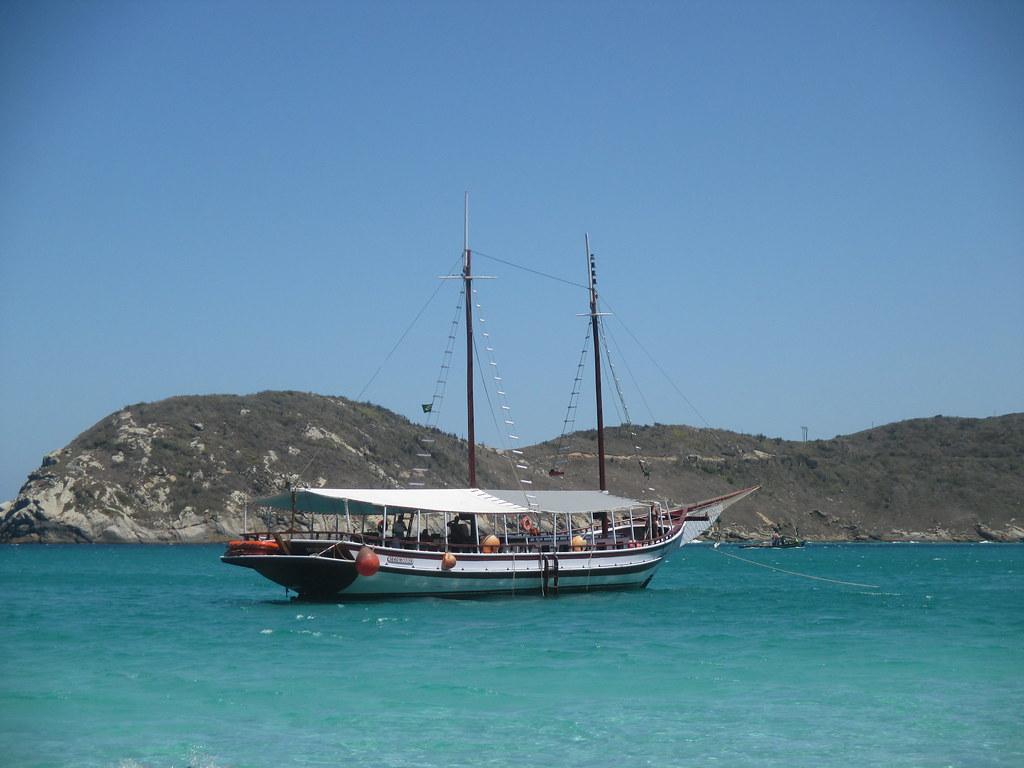 bateau d'excursion ( plus beau et plus grand que le notre)
