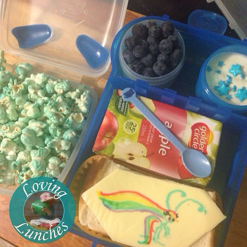 Loving a blue lunch for Miss M tomorrow… @smashenterprises #nudefoodmovers with @kambrookau #FlutterButterPopcornMaker 🔵popcorn, 🔵berries, 🔵star yoghurt, 🔵 @daisoau spoon and #Rainbow