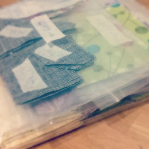 Детали нового лоскутного одеяла раскроены, ждут своей очереди на сборку:) #лоскутноешитье #лоскутноеодеяло #раскрой #светланамолчанова
