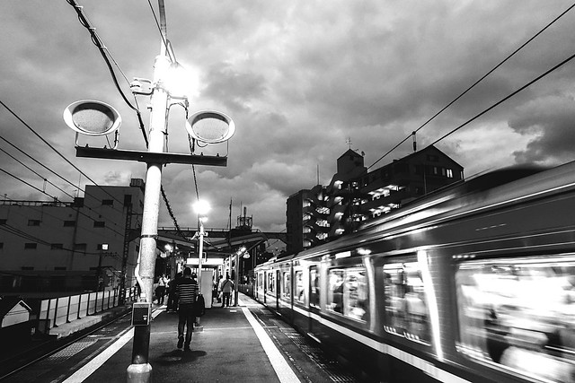 黄金町 京浜急行 横浜 Rx100m3 Sony Rx100 M3 Sony Yokohama, Japan Station Platform Cityscapes City Life Monochrome Black And White Blackandwhite Evening Train Passing Station Train Station