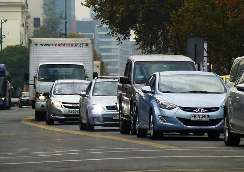 Tráfico en Avenida Providencia - Santiago, Chile