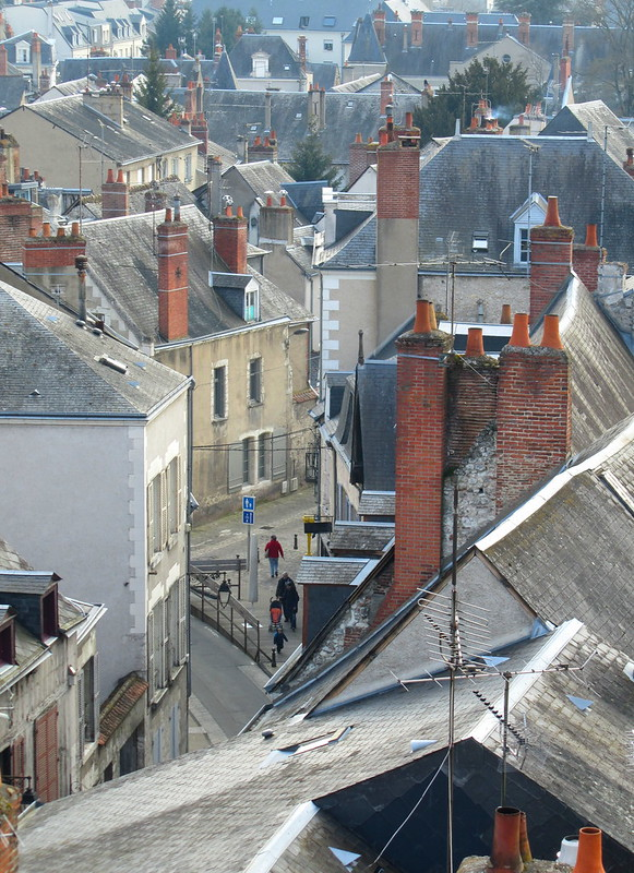 Gente andando por Blois