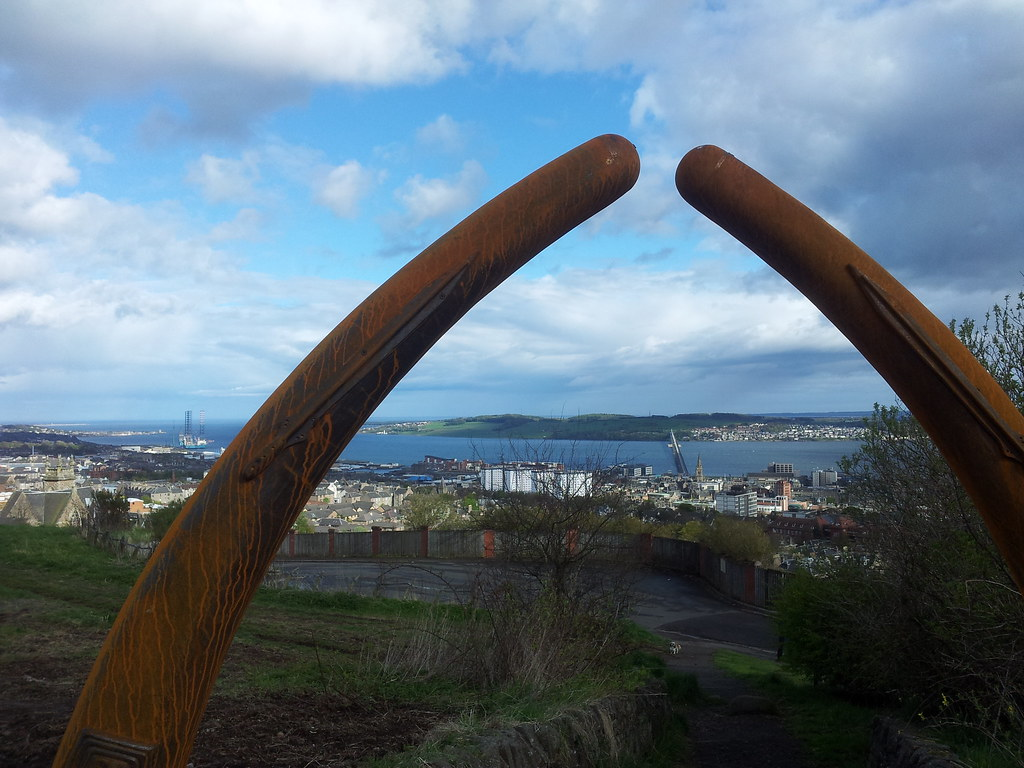 Dundee Law sculpture
