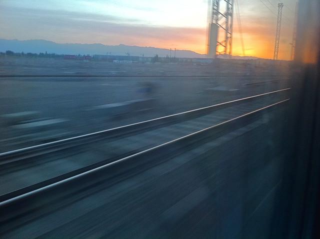 Sunrise view from the train window, near Hami (Kumul) ハミ近郊、列車から見た朝日
