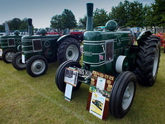 wheel, vehicle, agricultural machinery, lawn, land vehicle, tractor,