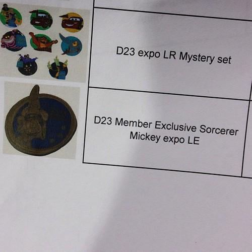 D23メンバー限定ピン。LE2000で一人2個まで、なので先頭1000人で売り切れるかも…