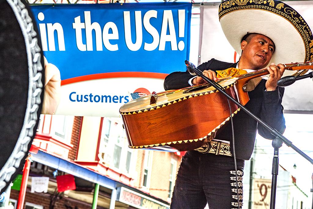 Mexican-festival-on-9-22-13--Italian-Market-2