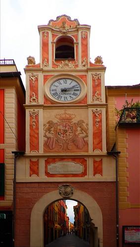 Loano - Porta Passorino - il carrugio /  Loano - Port Passorino - the carrugio