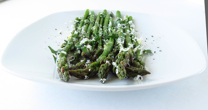 Asparagus salad with Lemon and Manchego