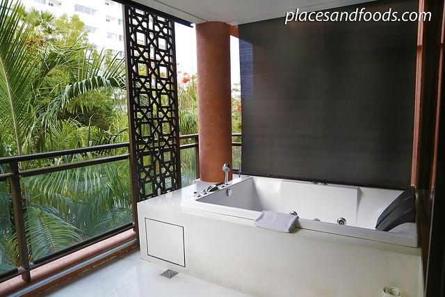 Marrakesh Hua Hin Resort and Spa jacuzzi