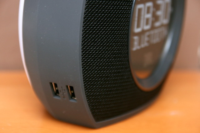 JBL Horizon: USB ports for charging devices