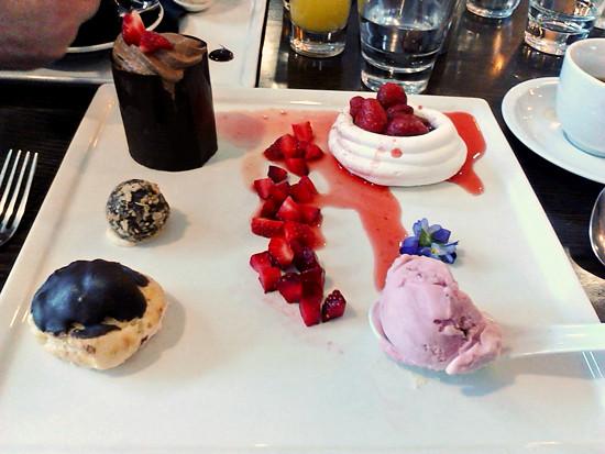 strawberry desert at Stratford Lodge 1 2015 550