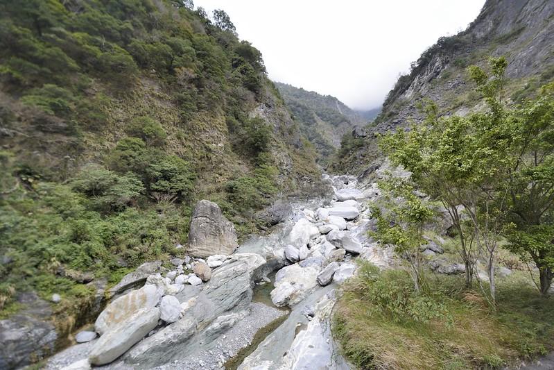慈母橋的溪谷