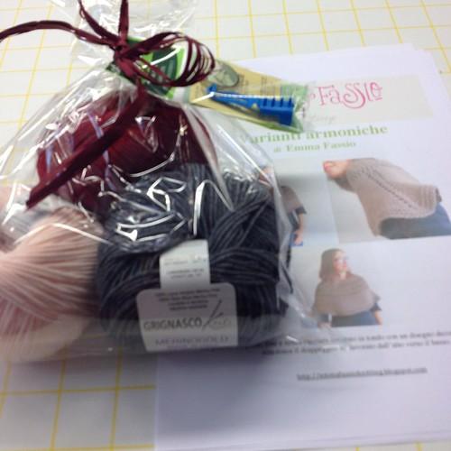 Il kit di oggi #instaknit #emmafassio #emmafassioknitting #puntiespilli #ameliabefana #knit #knitting #knittingfriends