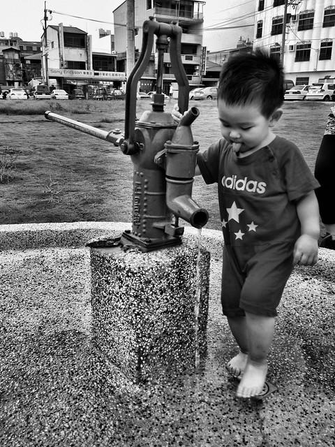 壓出水來跑過去洗腳