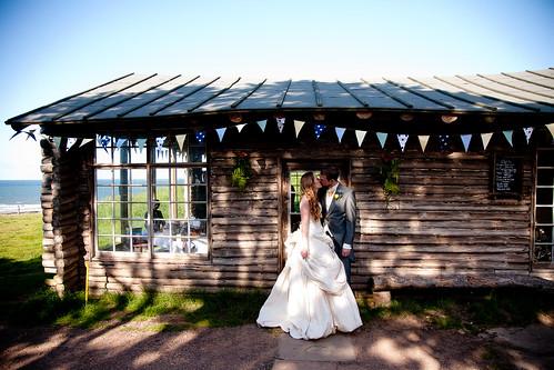 Carol Jonathan 39 S Laid Back Log Cabin Beach Wedding