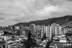 Caracas y su montaña rodeada de nubes - the city and its mountain surrounded by clouds