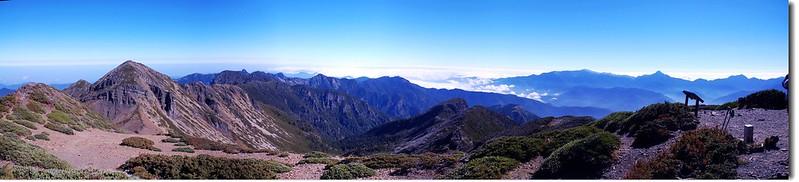 雪山頂眺望北至東群山