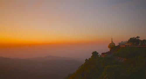 travel sunset canon seasia burma stupa buddhism boulder myanmar kyaiktiyo goldenrock 1755mm birmania 60d